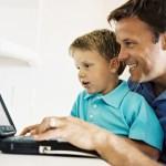 pai-com-crianca-computador